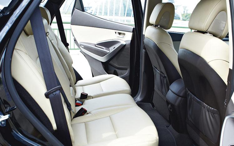 hyundai-santa-fe-backseat