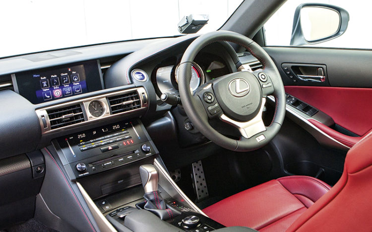 lexus-is300h-cockpit