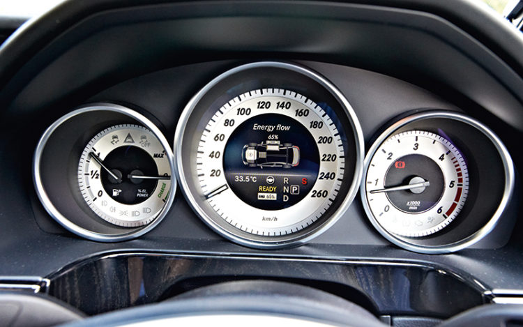 mercedes-benz-e300-bluetec-hybrid-meters