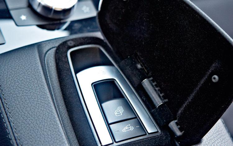 mercerdes-benz-e250-cabrio-roof-control