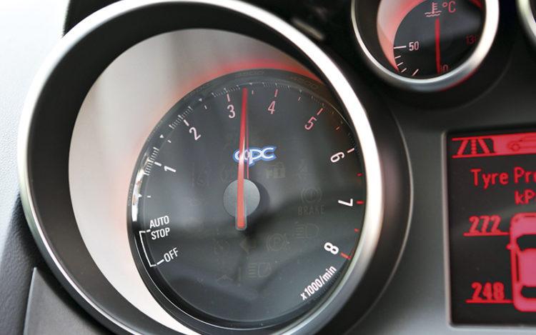 opel-astra-opc-gauges