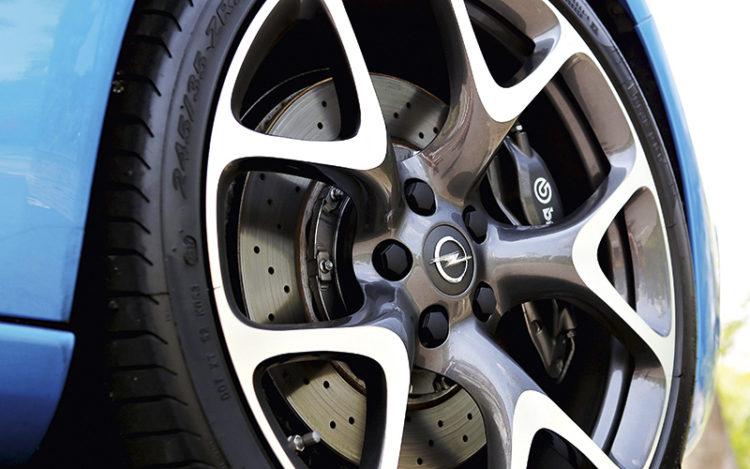 opel-astra-opc-wheel