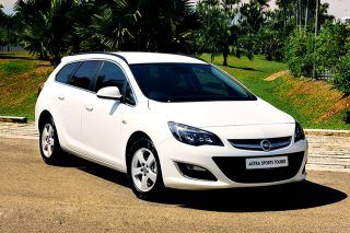 opel-astra-sports-tourer-front-static