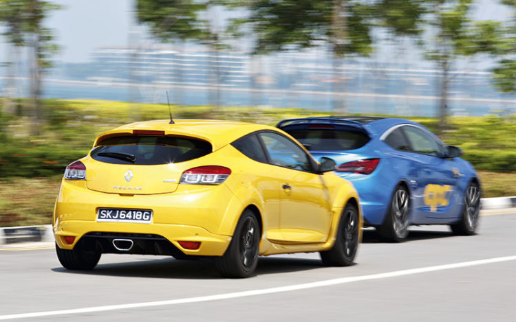 renault-megane-rs265-and-opel-astra-opc-rear-panning