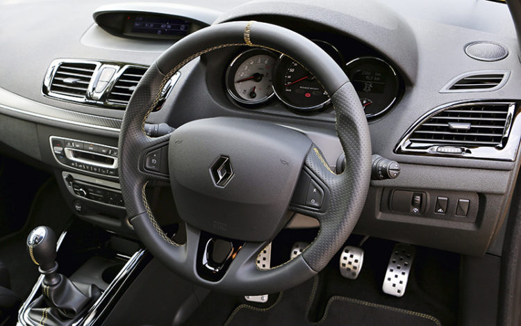 renault-megane-rs265-interior
