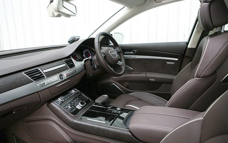 audi-a8-cockpit