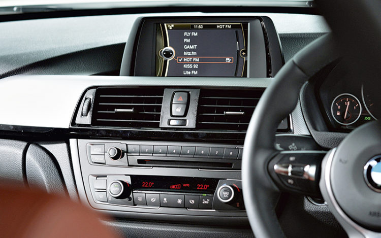 bmw-316i-infotainment