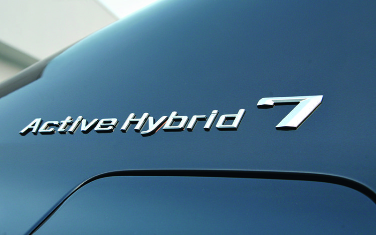 bmw-activehybrid-7-badge