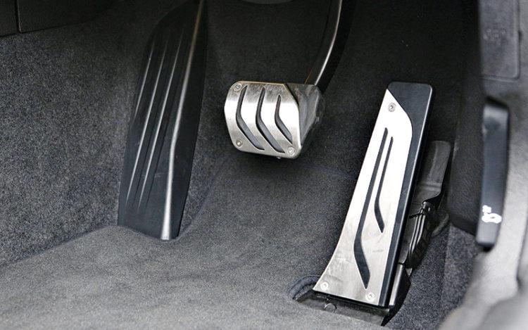 bmw-m135i-pedals