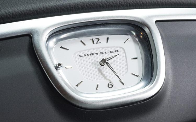 chrysler-300c-dashboard-clock
