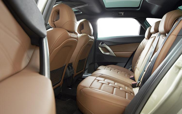 citroen-ds5-backseat