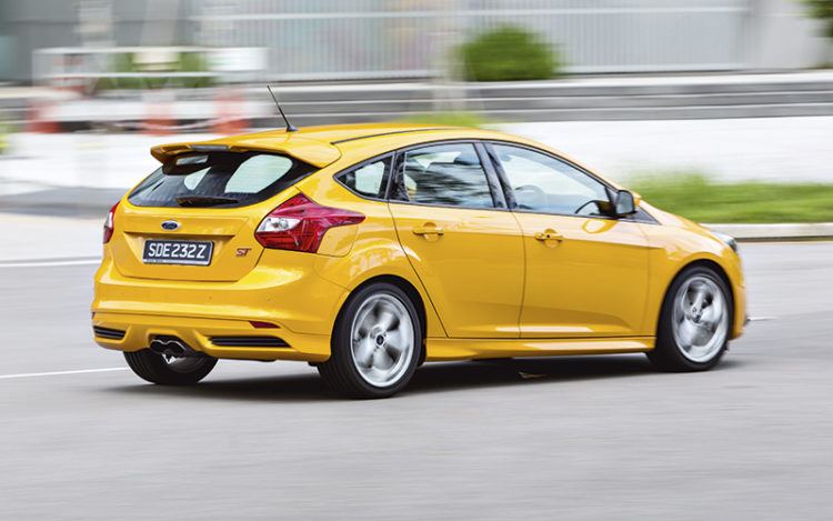 ford-focus-st-panning