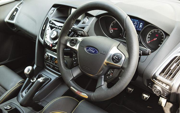 ford-focus-st-steering-wheel