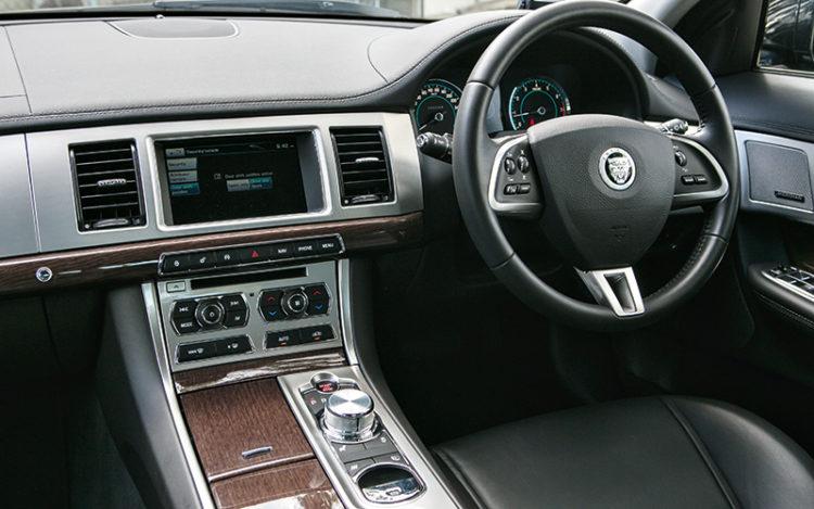 jaguar-xf-supercharged-cockpit