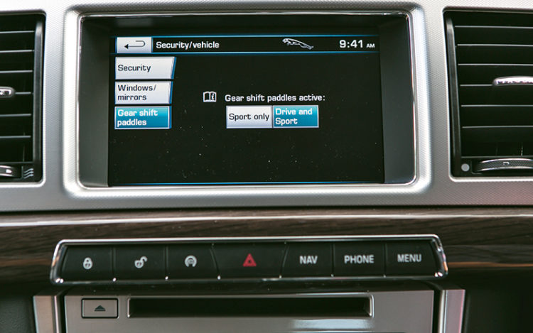jaguar-xf-supercharged-infotainment