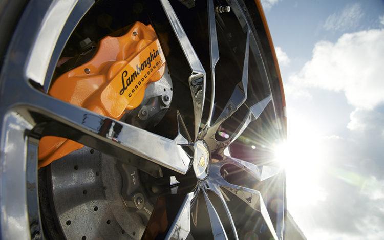 lamborghini-aventador-roadster-carbon-ceramic-brake