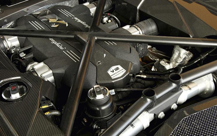 lamborghini-aventador-roadster-engine