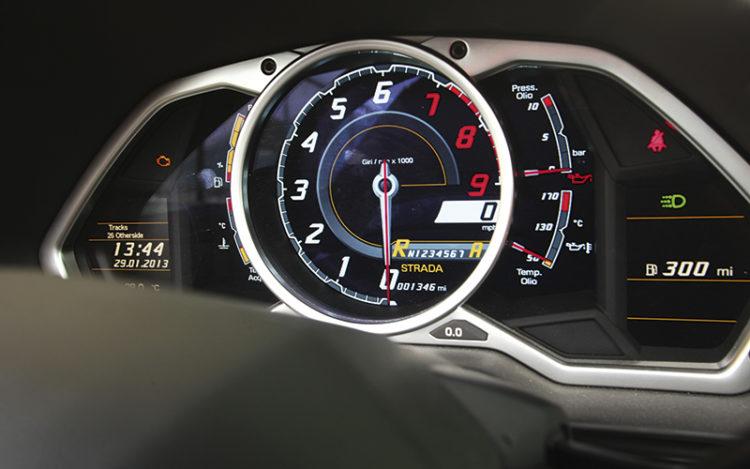 lamborghini-aventador-roadster-gauges