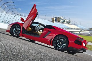 lamborghini-aventador-roadster-static-door-open