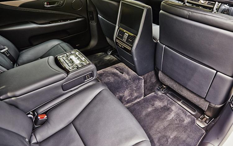 lexus-ls-backseat