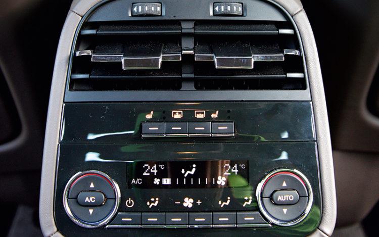 maserati-quattroporte-rear-air-con-controls