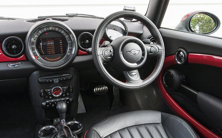 mini-jcw-cockpit