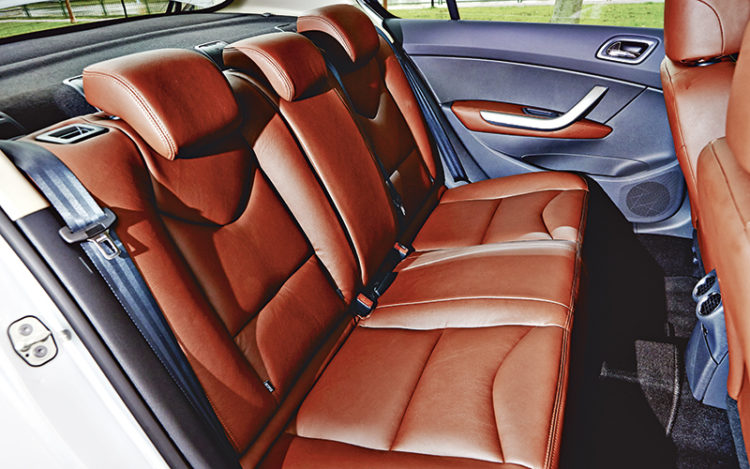 peugeot-408-backseat