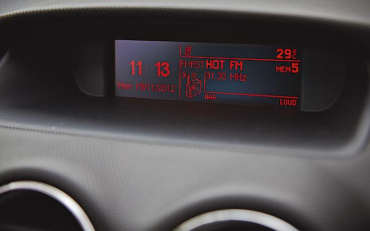 peugeot-408-hi-fi-display