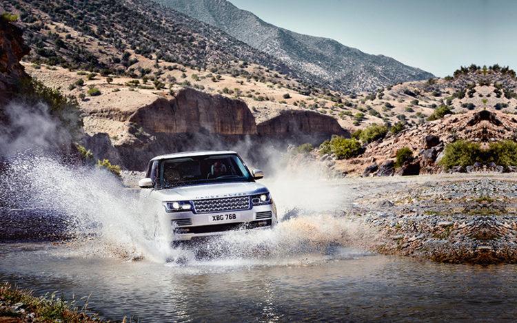 range-rover-splashing
