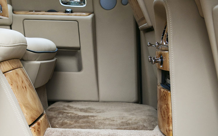 rolls-royce-phantom-backseat-legroom