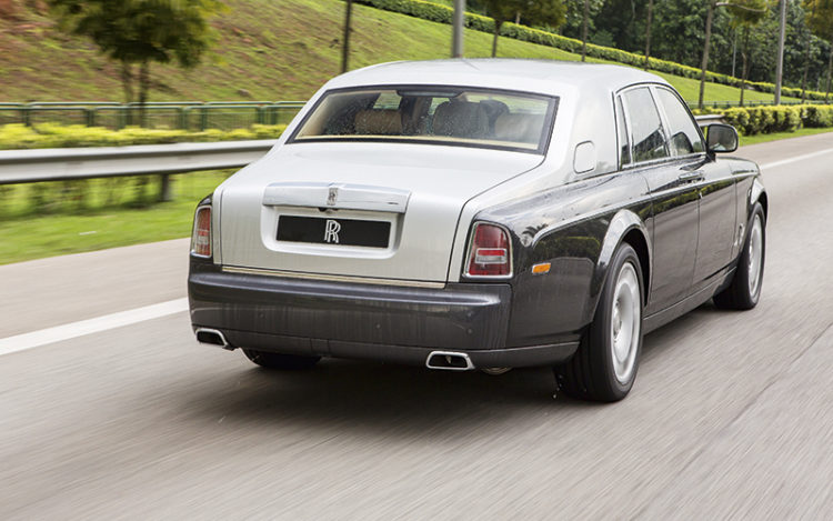 rolls-royce-phantom-rear-tracking
