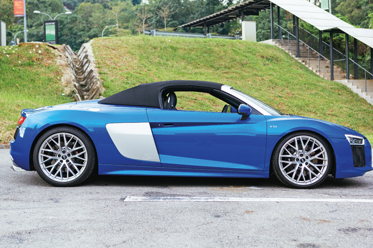 audi r8 spyder roof closed