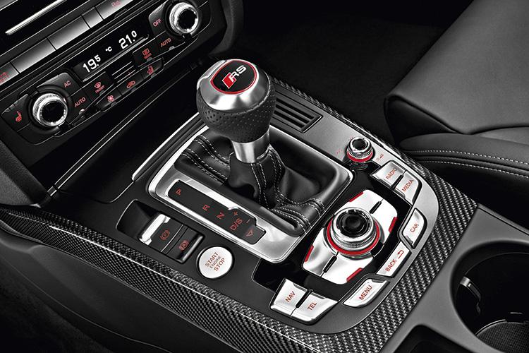 audi-rs4-avant-gearshift-lever