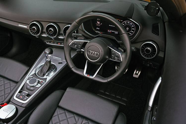 audi tt roadster cockpit