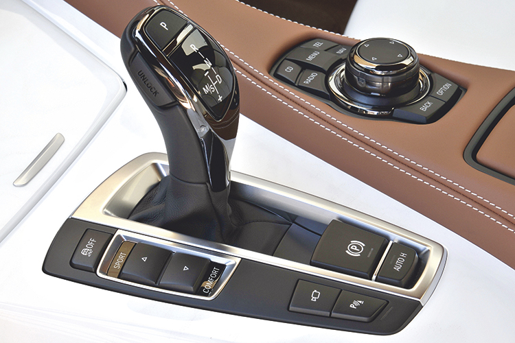 bmw-640i-gran-coupe-gearshift-lever