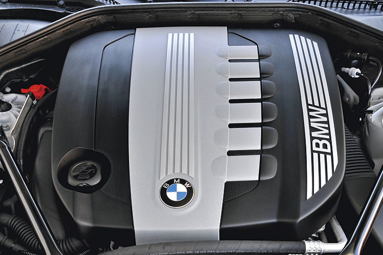 Compared to the petrol driven BMW 730iLi, the BMW 730Ld's 3-litre inline-6 turbo-diesel has 74 percent more torque and is half a second quicker from zero to 100km/h.