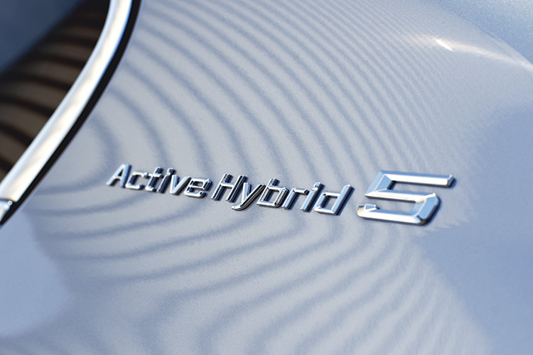 bmw-activehybrid-5-badge