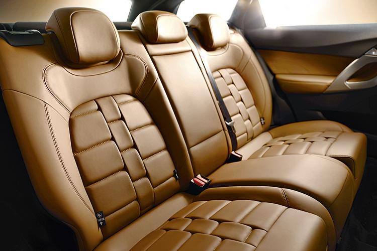 citroen ds5 backseat