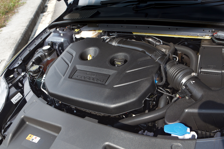 ford mondeo engine shot