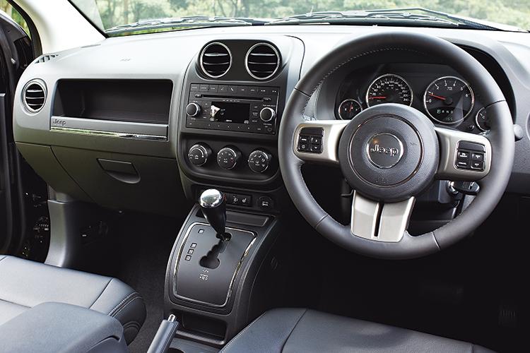 jeep-compass-cockpit