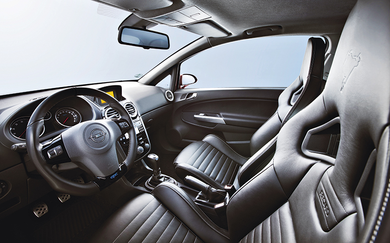opel-corsa-opc-interior.jpg