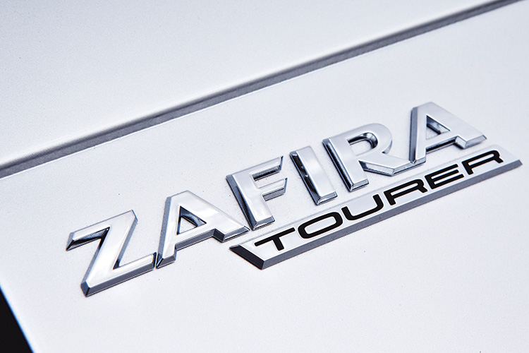 opel-zafira-tourer-badge