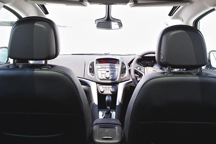 opel-zafira-tourer-second-row