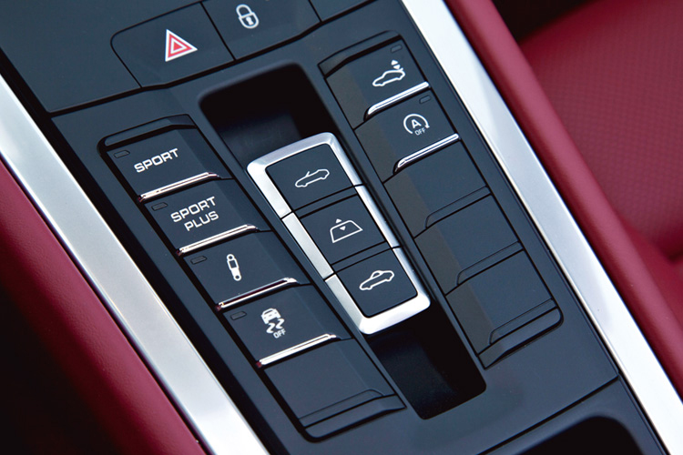 Switches that operate the hood in the 911 Cabrio work the sunroof in 