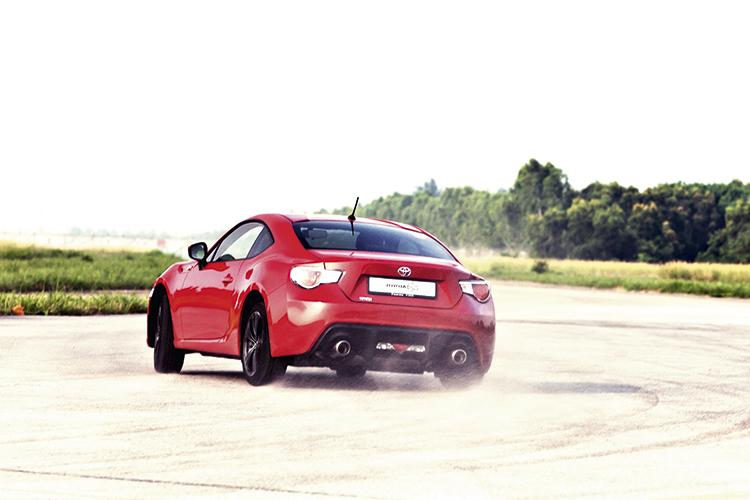 toyota-86-rear-drifting
