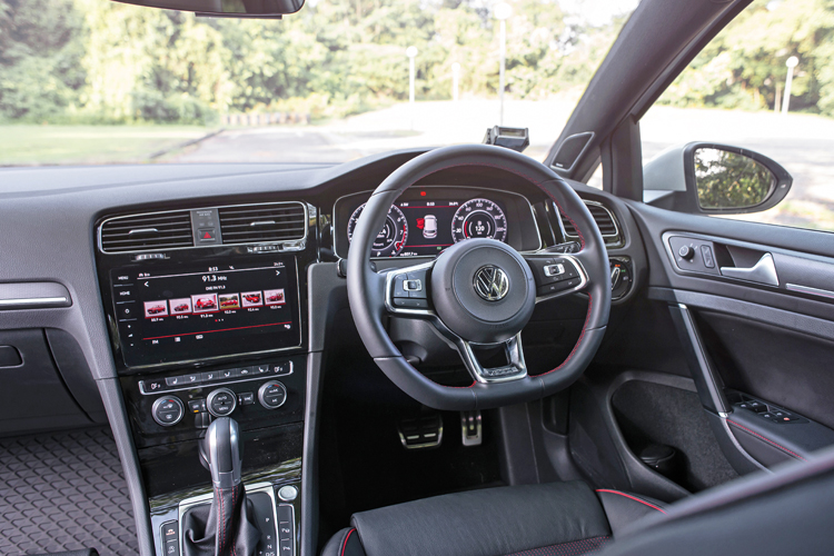 volkswagen golf gti cockpit