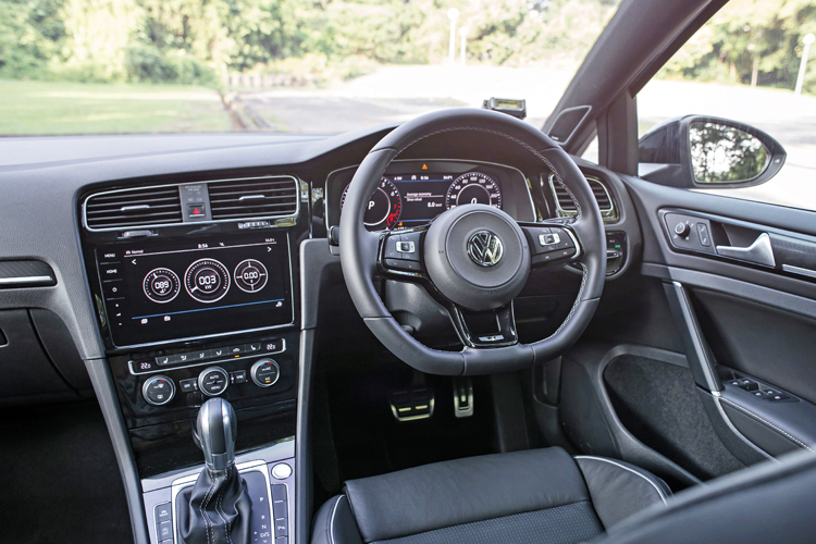 volkswagen golf r cockpit
