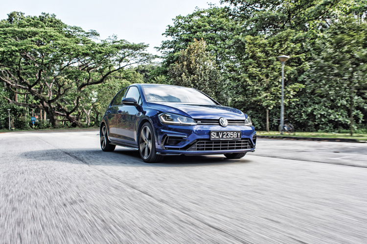 volkswagen golf r front tracking