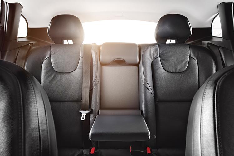 volvo-v40-backseat