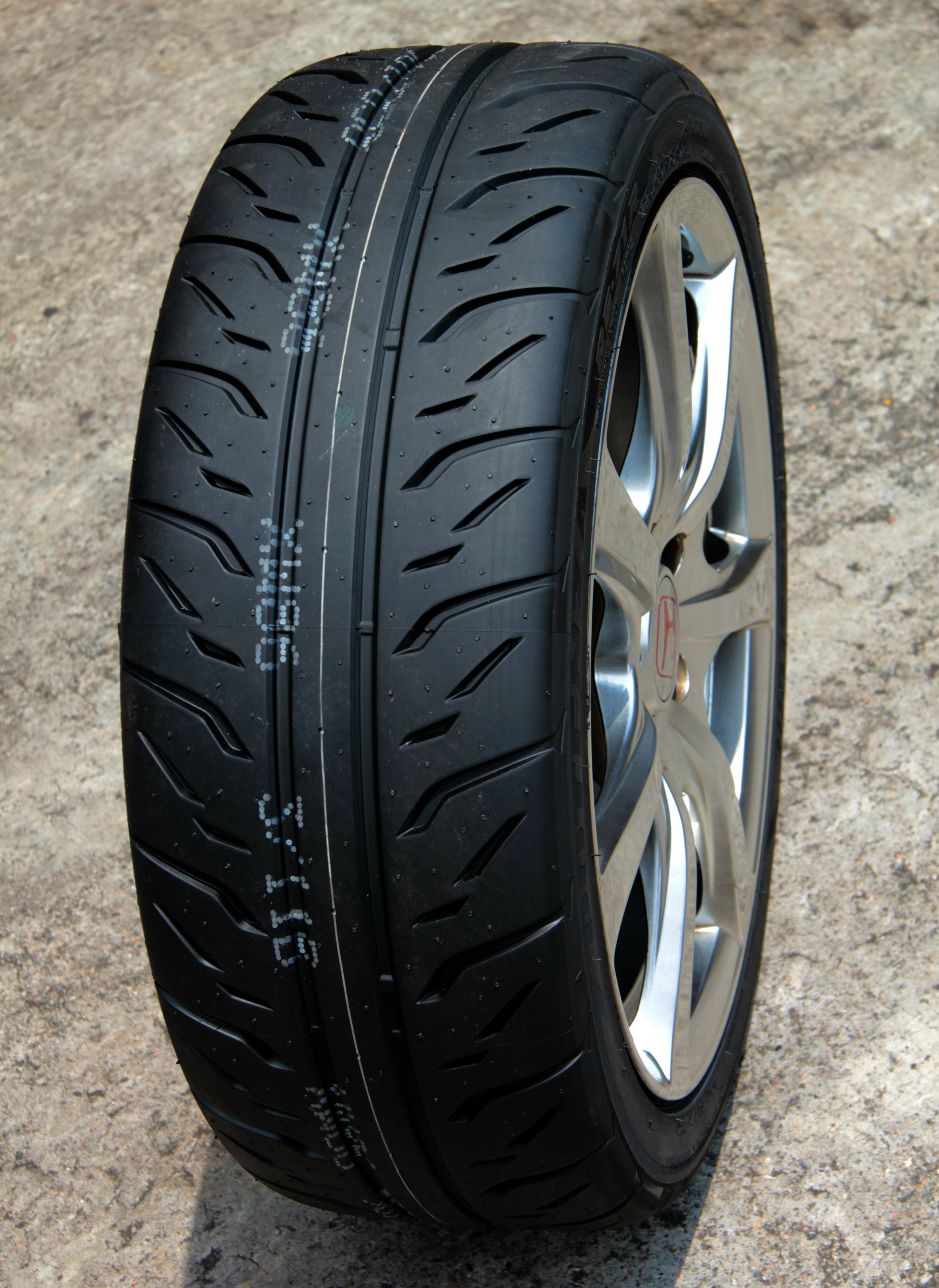 The Bridgestone Potenza RE-71R is a semi-slick tyre tuned for agile steering, confident cornering and maximum handling.